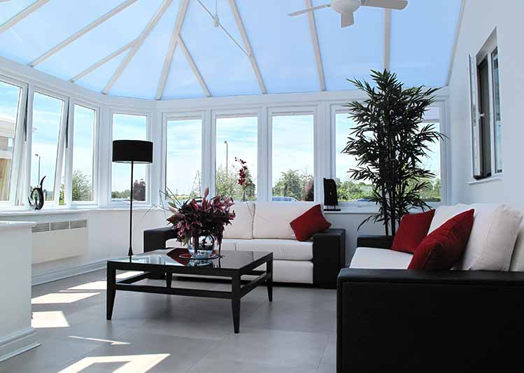 Replacement polycarbonate roofing system for modern conservatories