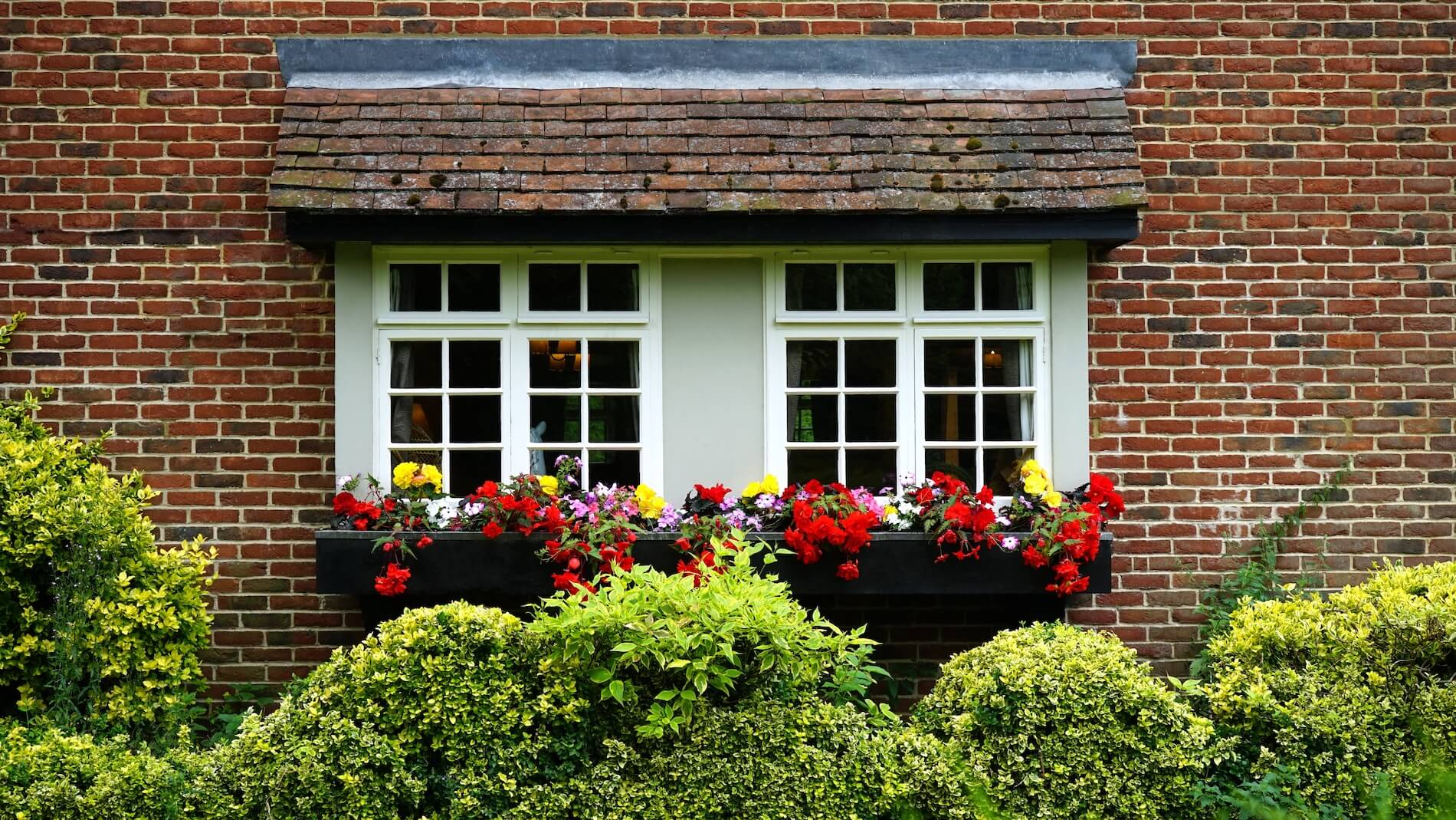 Sliding sash windows with flowerbox